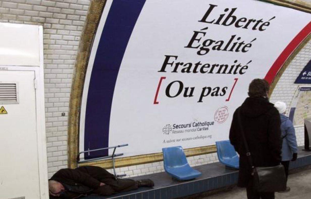 La France compte de plus en plus de pauvres et précaires depuis le milieu des années 2000 et travailler ne suffit plus à se prémunir de l'exclusion, une tendance accentuée par la crise économique et qui devrait perdurer faute de mesures spécifiques, selon un rapport publié jeudi. – Jacques Demarthon afp.com