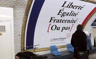 La France compte de plus en plus de pauvres et précaires depuis le milieu des années 2000 et travailler ne suffit plus à se prémunir de l'exclusion, une tendance accentuée par la crise économique et qui devrait perdurer faute de mesures spécifiques, selon un rapport publié jeudi.