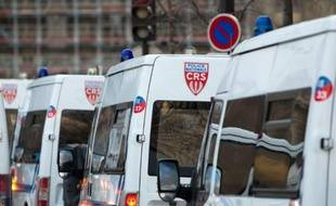 La cour d'appel de Paris a relaxé vendredi au bénéfice du doute deux CRS accusés d'avoir agressé sexuellement une prostituée roumaine sans papiers à Mulhouse.