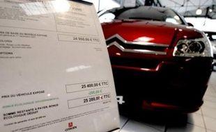 Le gouvernement va abaisser chaque année le seuil de déclenchement du bonus-malus lié aux achats de voitures neuves, et non tous les deux ans comme le prévoyait initialement le Grenelle de l'environnement, indiquent Les Echos dans leur édition de vendredi.