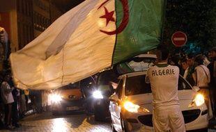 Des supporters algériens dans les rues de Roubaix (Nord), le 26 juin 2014.