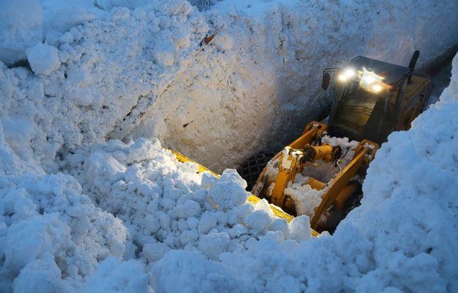 Des photos au coeur de l'avalanche survenue à Bessans dans la nuit du 8 au 9 janvier 2018, en Savoie.