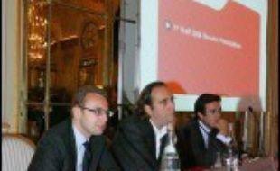 En France, le fournisseur d'accès Free a été le premier à annoncer des investissements d'un milliard d'euros d'ici 2012 pour lancer le très haut débit par fibre optique.