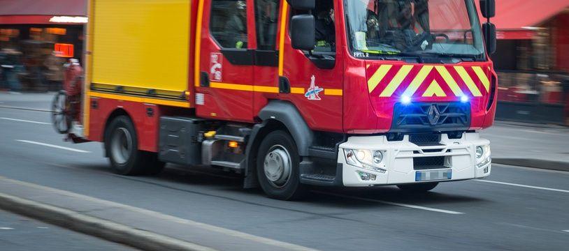 Un camion de sapeurs-pompiers en intervention (illustration).