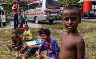 Des enfants Rohingya dans leur abri de fotune à Lhokseumawe en Indonésie.