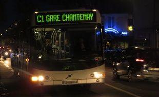 Un chronobus, la nuit, à Nantes.