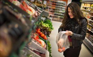 Près de trois-quarts des fruits et 41% des légumes non bio portent des traces de pesticides quantifiables, les plus touchés étant le raisin et le céleri branche, selon un rapport publié mardi par l'ONG Générations futures.