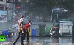 Un manifestant turc a été percuté le 2 juin par une voiture à Istanbul.