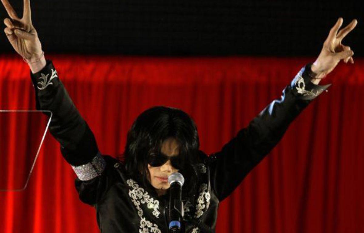 Michael Jackson lors de son ultime conférence de presse londonienne – reuters