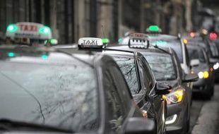 Le Conseil d'Etat se prononcera, sans doute d'ici la fin de la semaine, sur un décret contesté par les sociétés de Voitures de tourisme avec chauffeur (VTC) qui leur impose des contraintes à la réservation qu'elles estiment trop favorables aux taxis.