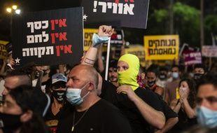 Des manifestants à Tel Aviv le 11 juillet 2020.