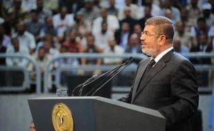 In this hand out picture released by the Egyptian Presidency Egyptian President Mohammed Morsi gives his speech to Le président islamiste égyptien a de nouveau appelé l'opposition au dialogue pour tenter d'atténuer les vives tensions politiques dans le pays à l'approche de manifestations prévues pour réclamer son départ.