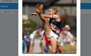 Cette photo de la footballeuse australienne a suscité une vague de commentaires sexistes et insultants.
