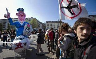 Entre 500 et un millier de manifestants selon les chiffres de la police et des organisateurs ont manifesté samedi dans les rues de Nantes pour protester contre le projet d'aéroport de Notre Dame des Landes
