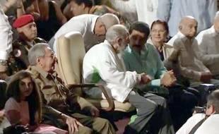 Fidel Castro apparaît en public au côté de son frère Raul et du président vénézuélien Nicolas Maduro, le 13 août 2013.