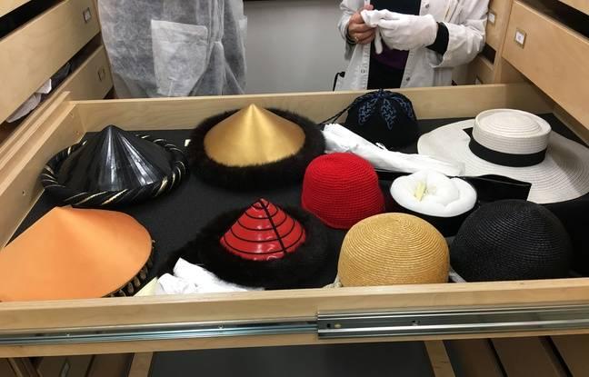 Chapeaux, chaussures, sacs... Tous les accessoires des défilés Yves Saint Laurent ont été conservés.