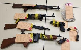 Les armes à plomb et à bille et les munitions saisies chez les adolescents aveyronnais.