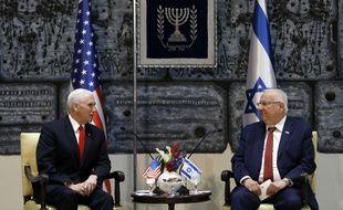 Le vice-président américaine Mike Pence (à gauche) et le président israélien Reuven Rivlin lors de la visite du vice-président à Jérusalem, le 23 janvier 2018.