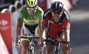 Greg Van Avermaet devance Peter Sagan à l'arrivée de la 13e étape du Tour de France, le 17 juillet 2015.