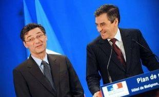 """A ses côtés, François Fillon a souligné sa volonté d'aller vite, annonçant que le Parlement serait saisi """"début janvier"""" de deux projets de loi sur la mise en oeuvre du plan."""