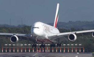 Un A380 tente de se poser en Allemagne malgré la tempête