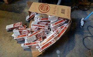 Saisie de cigarettes de contrebande par les douaniers (illustration).