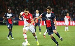 Le Monégasque Ocampos et le Parisien Motta lors du match aller le 22 septembre au Parc des princes.