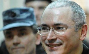 Le président russe, Vladimir Poutine, a signé le décret de grâce de l'ex-magnat du pétrole Mikhaïl Khodorkovski, emprisonné depuis 10 ans, a annoncé vendredi le Kremlin dans un communiqué, soulignant que la décision entrait en vigueur immédiatement.