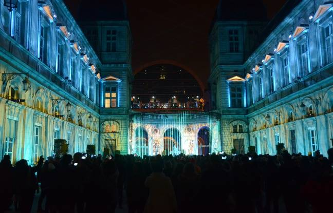 La cour de l'Hôtel de Ville de Lyon, l'un de nos coups de cœur de la Fête des lumières 2019.