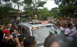 La patronne du parti de la Ligue nationale pour la démocratie (LND), Aung San Suu Kyi, en campagne dans sa circonscription rurale de Kawhmu, dans le centre de la Birmanie, le 21 septembre 2015