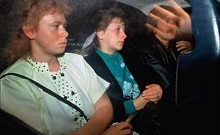 FRANCE:MARIE ANGE LAROCHE ET MURIEL BOLLE SORTANT DU TRIBUNAL 27/10/1989
