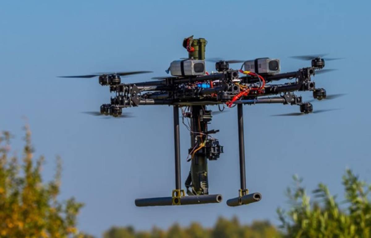 Le prototype de drone armé de bazookas. – DR