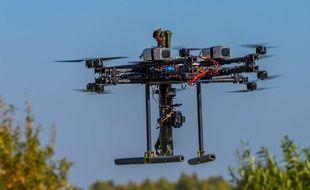 Le prototype de drone armé de bazookas.