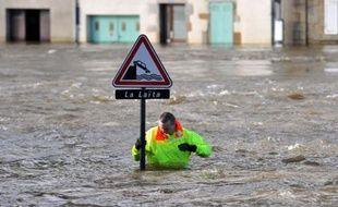 Plusieurs cours d'eau ont débordé vendredi en Bretagne après le passage consécutif de deux tempêtes cette semaine, et le Finistère et le Morbihan restent en vigilance rouge inondations dans l'attente de nouvelles précipitations dans la nuit de vendredi à samedi.