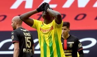 Toute la détresse de Randal Kolo Muani après la nouvelle défaite du FC Nantes dans le derby face à Rennes.