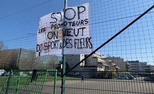 Un projet immobilier privé menace le terrain de sport public à Neudorf . Strasbourg le 31 mars 2021.