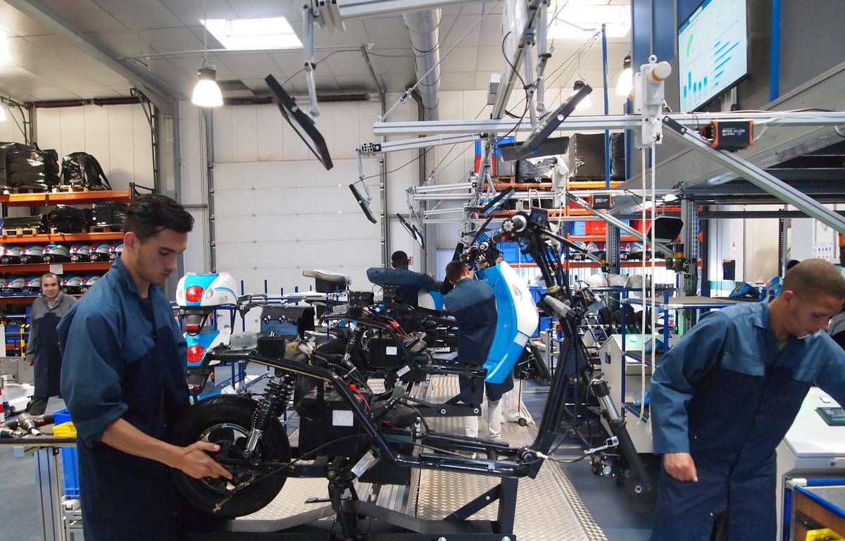 """La chaîne de """"production"""" de scooters de l'usine test du BCG – Nicolas Raffin/20 Minutes"""