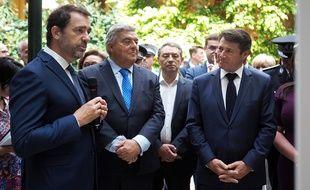 Le ministre de l'Intérieur en compagnie du maire de Nice Christian Estrosi (à d.), le vendredi 21 juin à Nice