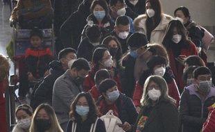 Des passagers à l'aéroport de Pékin, le 23 janvier 2020.