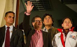 La destitution controversée du maire de Bogota, Gustavo Petro, ex guérillero devenu symbole de la gauche en Colombie, a été suspendue jeudi par un tribunal administratif.