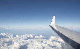 Vue du hublot d'un avion. Illustration.