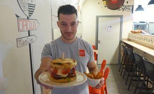 Au restaurant d'Aqui, le Mentonnais Franck Ballestra remplace le pain par des panisses.