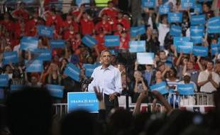 A six mois de la présidentielle américaine, Barack Obama tient samedi ses premiers meetings de campagne officiels, l'occasion de s'en prendre nommément à son adversaire républicain Mitt Romney alors que les nouvelles économiques sont moins bonnes qu'espérées.