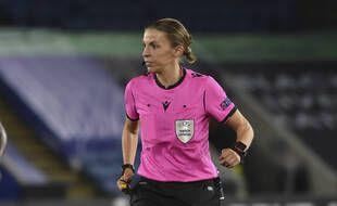 Stéphanie Frappart lors du match de Ligue Europa entre Leicester et Zorya Luhansk, le 22 octobre 2020.