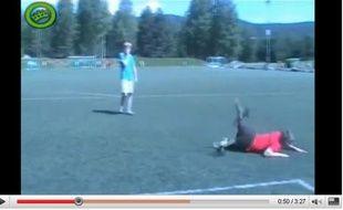 Deux jeunes parodient les footballeurs sur le net, le 10 janvier 2010.