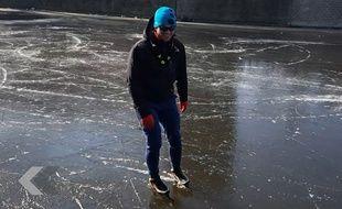 Ils font du patin sur les canaux d'Amsterdam gelés - Le Rewind (vidéo)