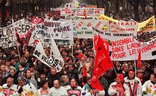 Le 16 décembre 1995 à Paris, à l'appel de plusieurs organisations syndicales, une manifestation à Paris pour le retrait du plan Juppé de réforme du système de prévoyance sociale.