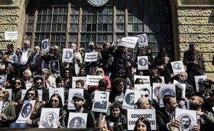 Des centaines de personnes ont symboliquement honoré à Istanbul le 24 avril 2015 la mémoire des victimes des massacres d'Arméniens de 1915