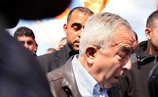 """Le Premier ministre palestinien Salam Fayyad a plaidé vendredi pour la poursuite de la mobilisation non violente contre l'occupation israélienne, lors de la manifestation hebdomadaire près du village de Bilin contre le """"mur"""" israélien en Cisjordanie."""