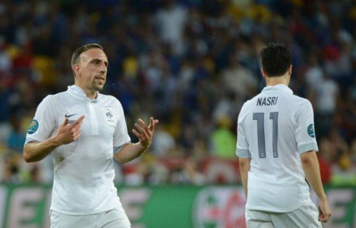 Bien que battue par la Suède 2-0, l'équipe de France a réussi mardi son objectif minimal à l'Euro-2012 en se qualifiant pour les quarts de finale mais cette défaite a de lourdes conséquences pour les Bleus, désormais obligés de se coltiner les champions du monde et d'Europe espagnols. – Damien Meyer afp.com